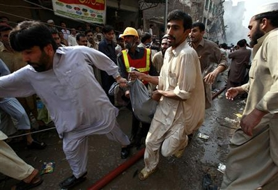 Car bomb kills 87 in Pakistan as Clinton visits