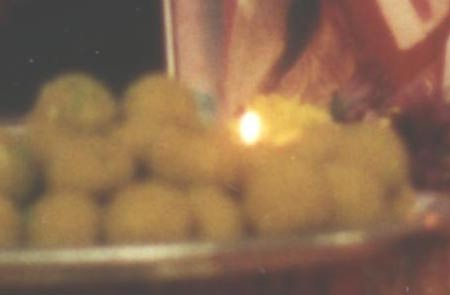 Flame clearly visible inside plate of modaka