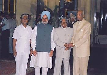 The Prime Minister of India Manmohan Singh flanked by Abdul Karim, Sir CP and Anil Shastri, the son of the late Lal Bahadur Shastri