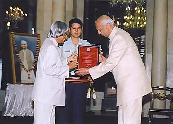 President of India Abdul Kalam presenting award to Sir CP Srivastava